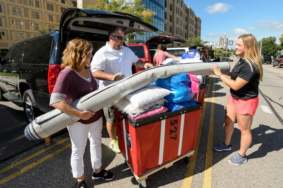 A UW student and her family members move-in at Sellery Residence Hall.